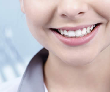 Porcelain Veneers: Smiling with Confidence